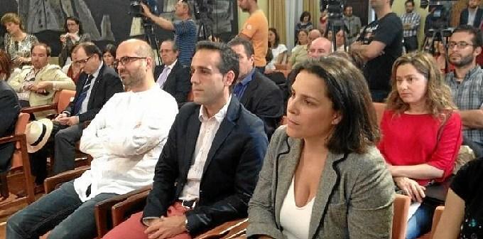 Los galardonados con los premios de Periodismo de Huelva han estado arropados con numerosos compañeros en el acto de la Diputación.