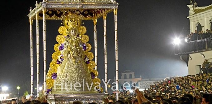 La Virgen, a las puertas del Santuario. (Julián Pérez)