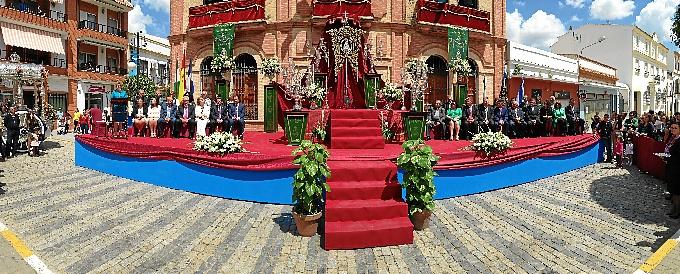 Acto de imposición de la Medalla al Simpecado de la Hermandad del Rocío de San Juan del Puerto.