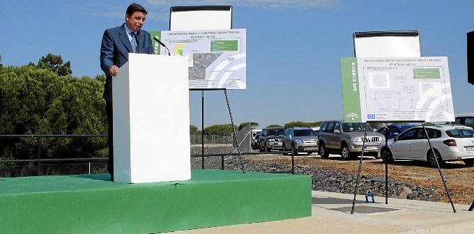 Luis Planas se dirige a las autoridades presentes en el acto.