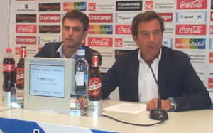 Juan Sánchez y Antonio Martín, jefe de marketing y portavoz del Recreativo de Huelva.