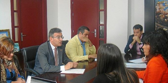 Reunión del rector con los representantes de Capítulo6.