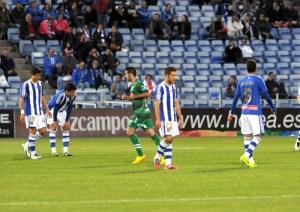Jugadores del Recreativo tras el gol del Eibar. (Espínola)