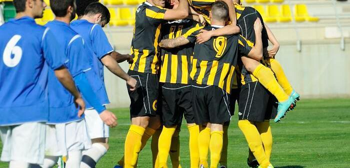 Jugadores del San Roque de Lepe celebrando el triunfo.