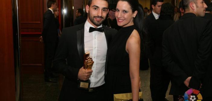 Chuli, junto a su pareja, recibiendo el premio.