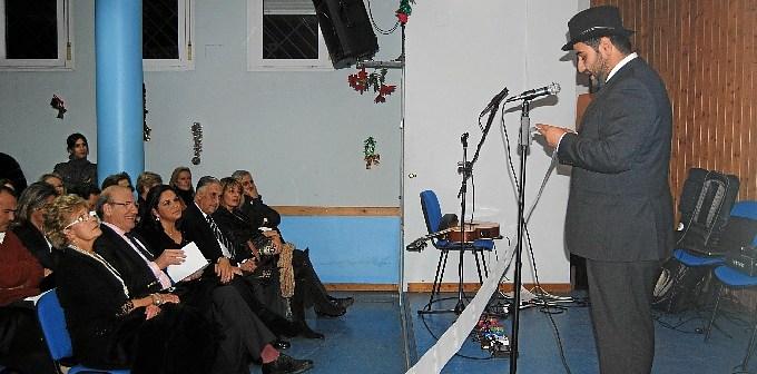 'El criticón' durante el acto en la Asociación de Vecinos Nuevo Molino.