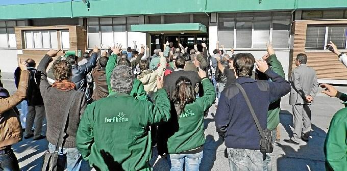 Protesta de los trabajadores de Fertiberia contra el ERE.