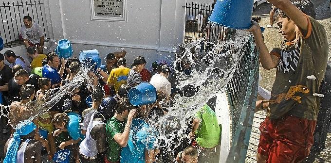 Fiesta de los Jarritos en Galaroza. (Julián Pérez)