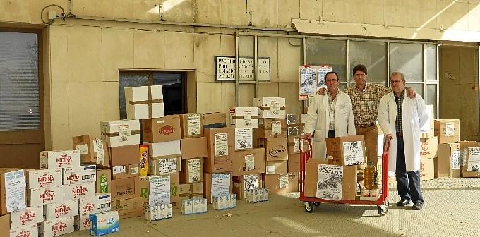Entrega de alimentos a Cruz Roja.