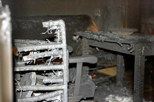 Aspecto de la casa incendiada en Los Marines (José Carlos Sánchez / Multimagenestudio)
