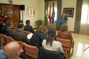 El presidente de la Diputación en la lectura de la declaración de Derechos Humanos.