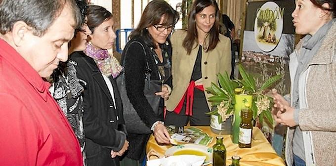 Algunos de los mejores productos de Huelva se pueden obtener en la Gran Vía hasta este sábado.