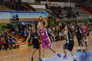 Claudia Pop, jugadora de CB Conquero.