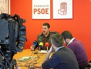 Ferrera, en rueda de prensa en la sede socialista.