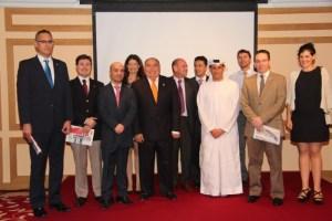 Parte del equipo de El Correo del Golfo junto a autoridades locales, embajadores y cónsules.