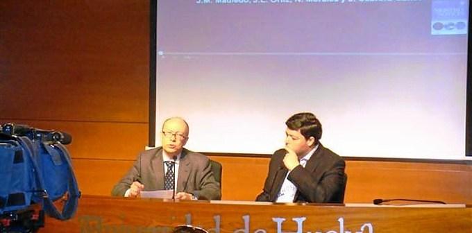 El profesor Madiedo este lunes en la rueda de prensa que ha ofrecido en la Universidad.
