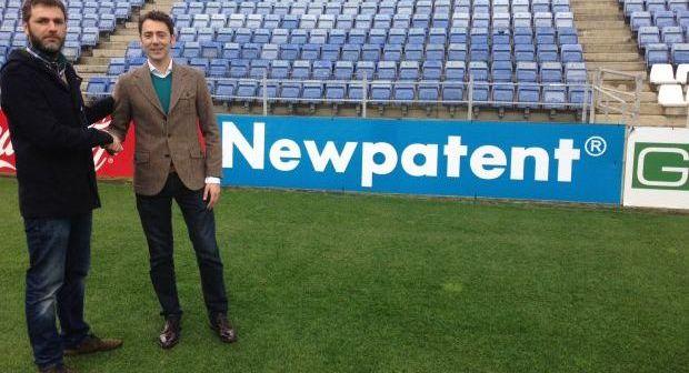 Juan Sánchez, director de marketing del Recreativo, y Miguel Salas, representante de Newpatent.