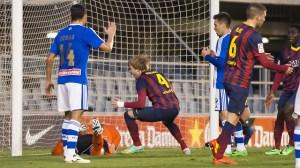 Cabrero atrapa un balón ante un ataque del Barcelona B. (www.fcbarcelona.es)