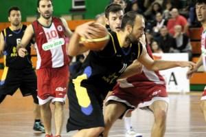 José Rojas, jugador del Por Huelva, ante Covirán Granada.