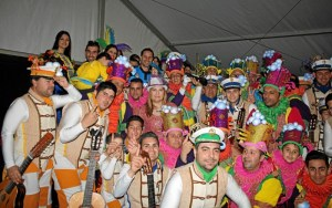 La delegada de Festejos, Isabel Lopez con el Coro