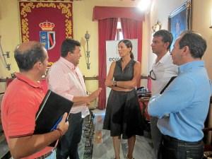 Alcalde de Almonte con responsables de Ecovidrio (2014x1511)