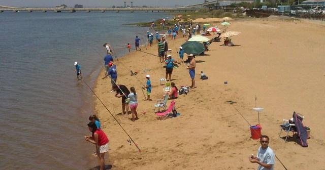Concurso de pesca en la Semana Náutica Colombina.