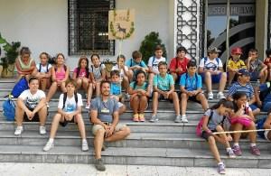 Exploradores visitando el Museo de Huelva