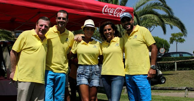 Artistas conocidos en el torneo de golf solidario en Islantilla.