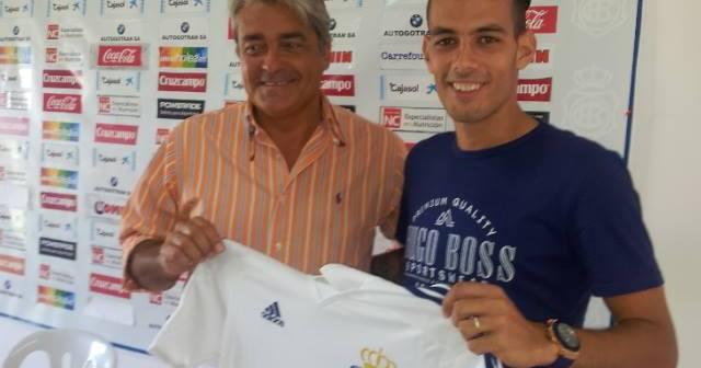 Manu Molina, nuevo jugador del Recreativo, junto a Fernando Iturbe.