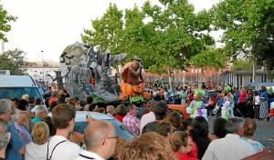 Miles de personas siguieron de cerca el desfile carnavalero