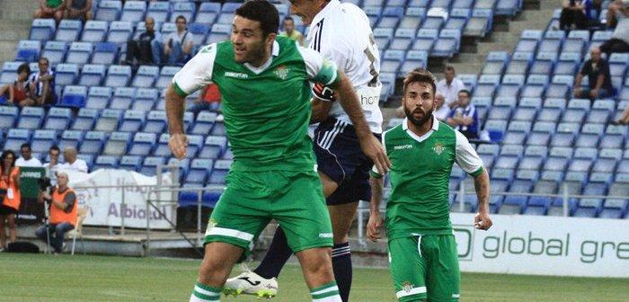 Jesús Vázquez en un salto ante Jorge Molina.