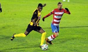 Keita, futbolista del San Roque de Lepe, ante el Granada B. (Espínola)