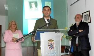 El Alcalde de Moguer dando la bienvenida