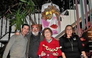El autor del premio, W Rios, Juani Morgado y la Alcaldesa, M Luisa Faneca