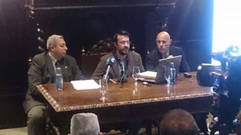 El Concejal de Cultura, a la derecha de la imagen junto al ponente y al Herman Mayor del Cautivo