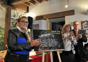 La Alcaldesa descubrio junto al presidente y la Hermana Mayor el cartel