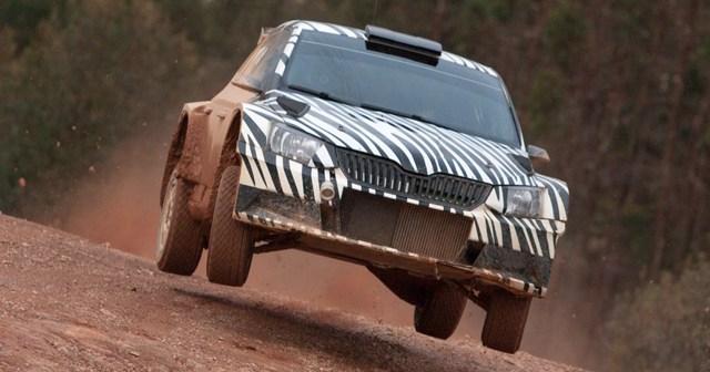 Nuevo coche de rally de Skoda por la provincia de Huelva.