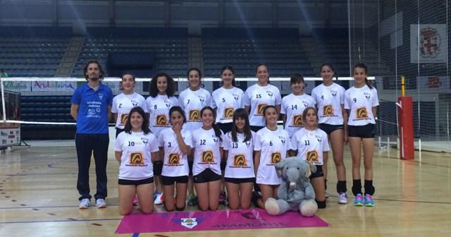 Equipo infantil femenino del DJA'75 de voleibol.