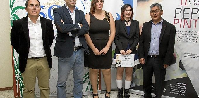 Foto de familia con una de las premiadas