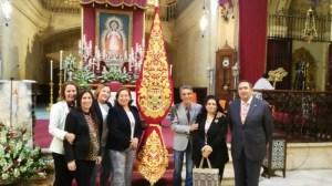 LUISA MARQUEZ, MAYORDOMA JUNTO A SUS HIJAS, BORDADORES  Y HERMANO MAYOR