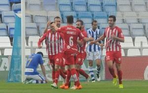 Jugadores del Recreativo abatidos por los goles del Girona. (Espínola)
