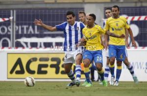 Jonathan Viera, autor del gol presionado por Dimas.