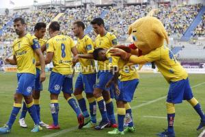 Jugadores de Las Palmas celebrando la victoria.
