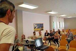 rafael adamuz en el club de lectura de la carcel de Huelva-077