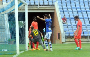 Manu Molina celebrando un gol del Recreativo. (Espínola)