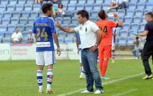Jose Dominguez, dándole instrucciones a Manu Molina. (Espínola)