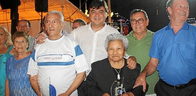 3.8.15 Abuela y Abuelo Colombinas 2015.jpg