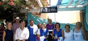 Las autoridades con los ganadores, patrocinadores y la presidenta de la AAVV