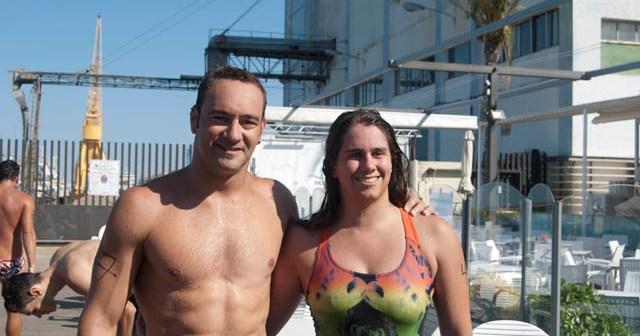 Rubén Gutiérrez y Lucía Gámez, ganadores de la Tavesía a Nado 'Puerto del Descubrimiento'.