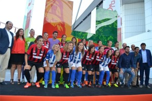 Presentación del Fundación Cajasol Sporting en el Centro Comercial Holea.
